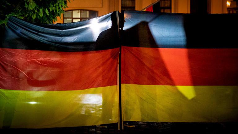 Rechtsextremisten bei einer Demonstration nach Tod eines 22-jährigen in Koethen