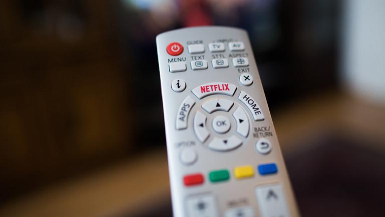 Eine Fernbedienung mit einem Netflix-Button
