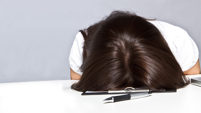 An der Uni fängt es an: extremes Lernen vor Prüfungen als Vorstufe zur späteren Arbeitssucht