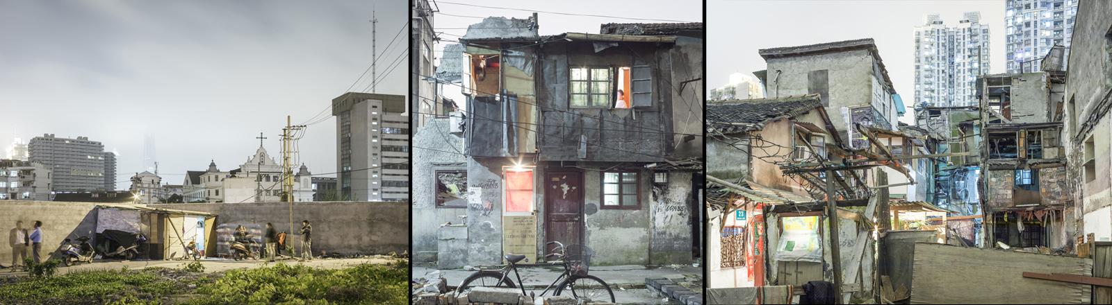 Ein abrissreifes Haus mit Teils fehlenden Wänden, abgedeckt mit Planen und Gardinen, beleuchtet und mit Pflanzen geschmückt.