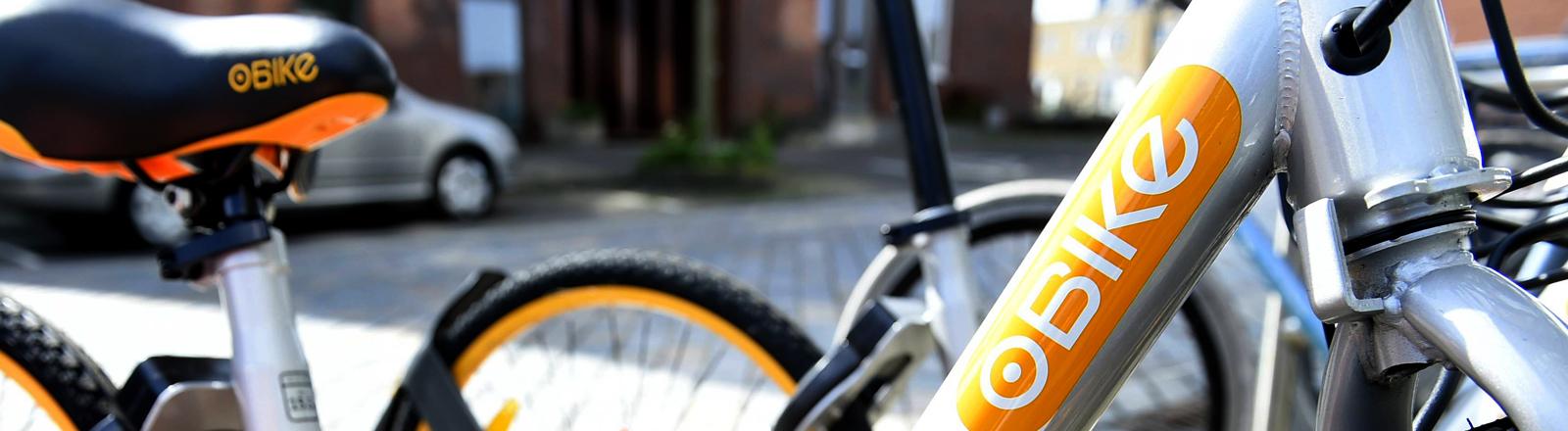 Ein gelbes Fahrrad