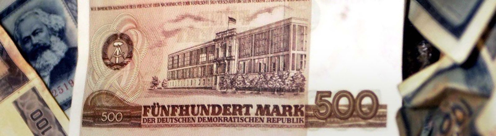 Großaufnahme eines Geldscheins aus der ehemaligen DDR