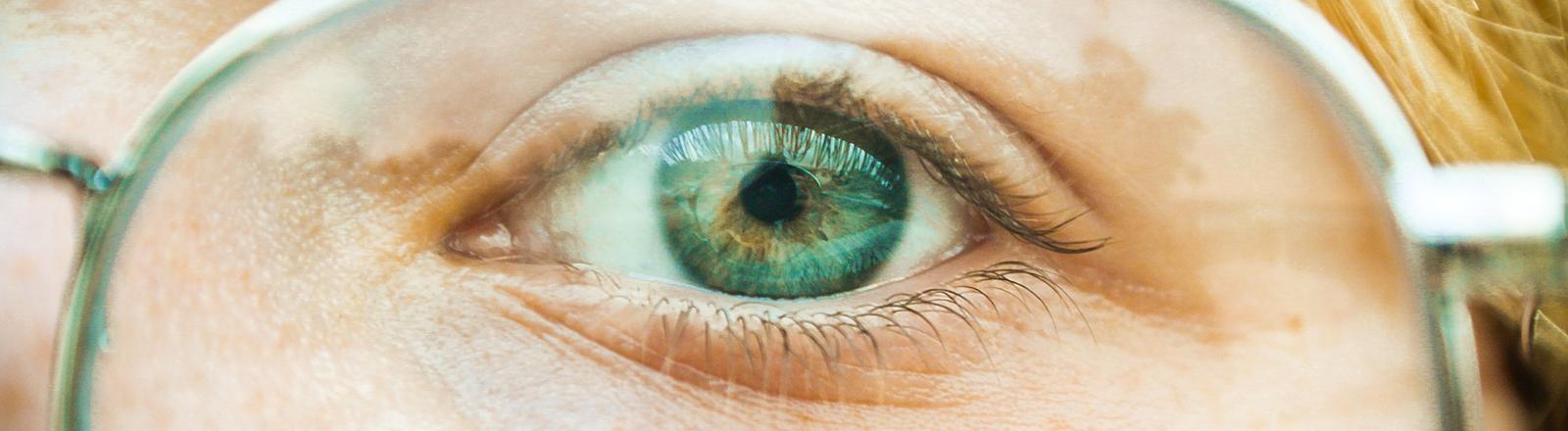das Auge einer Frau