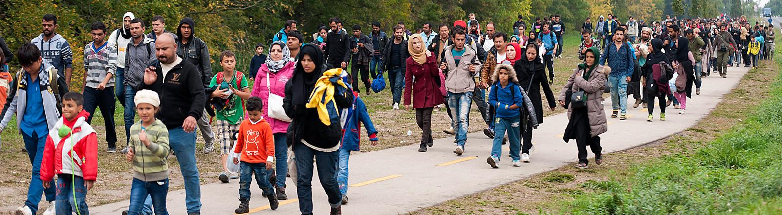 Flüchtlinge an der Grenze von Ungarn