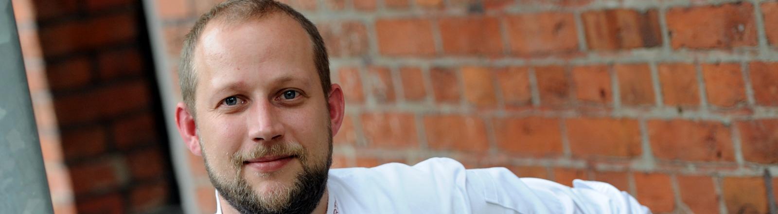Stefan Hartmann lächelt in die Kamera