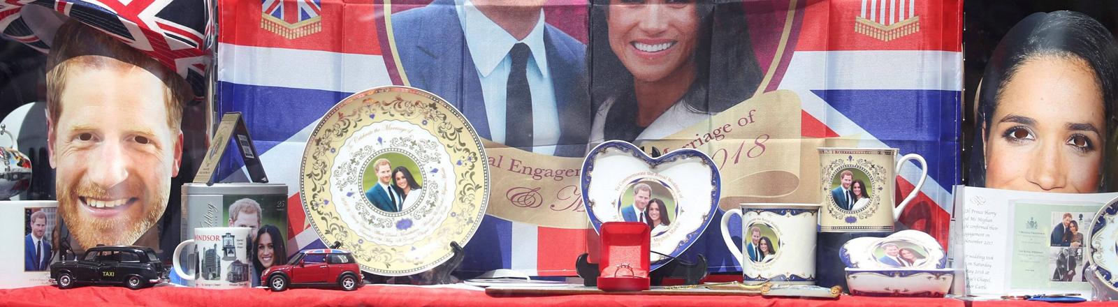Hochzeitssouvenirs mit dem Bild von Prinz Harry und Meghan Markle