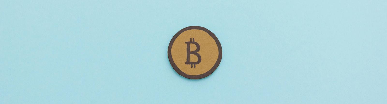 selbstgebastelter Bitcoin aus Papier