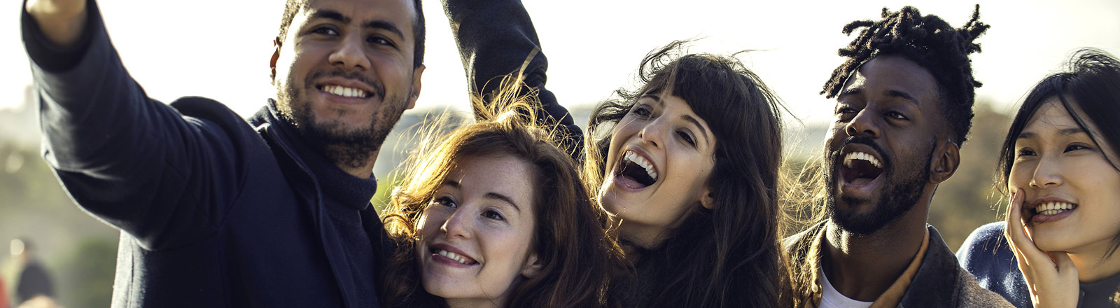 Eine Gruppe Freund macht ein Selfie von sich