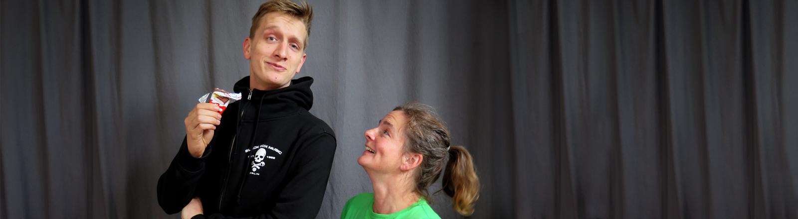 Felix Brummer und Verena von Keitz posieren etwas albern