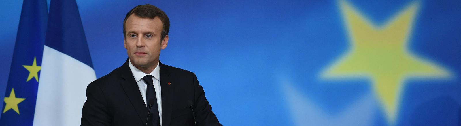 Macron an einem Redepult