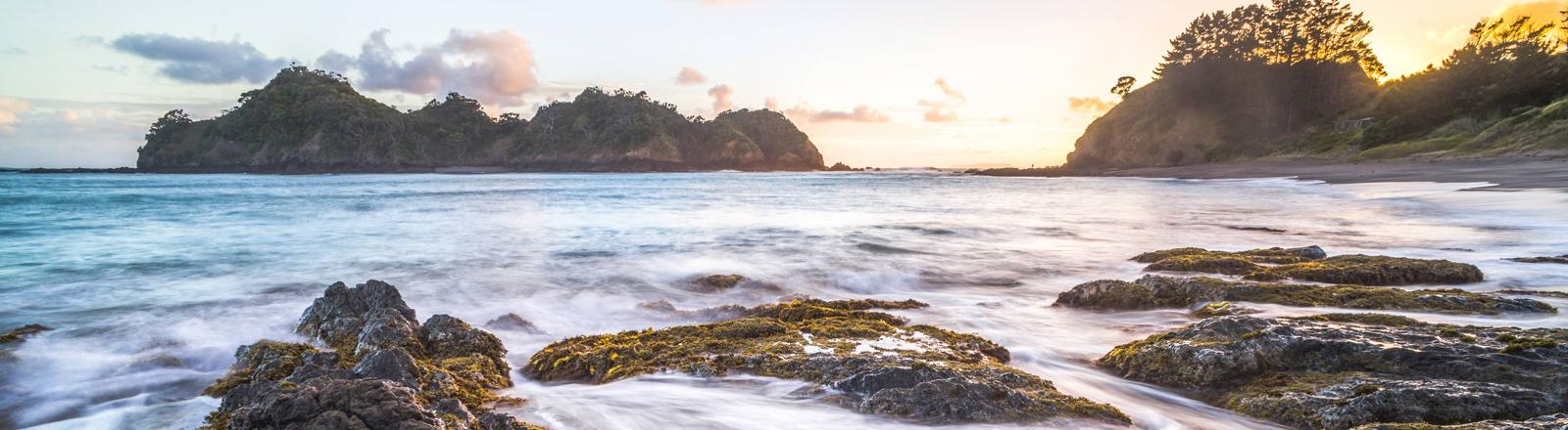 Neuseeland: Inseln bei Sonnenuntergang