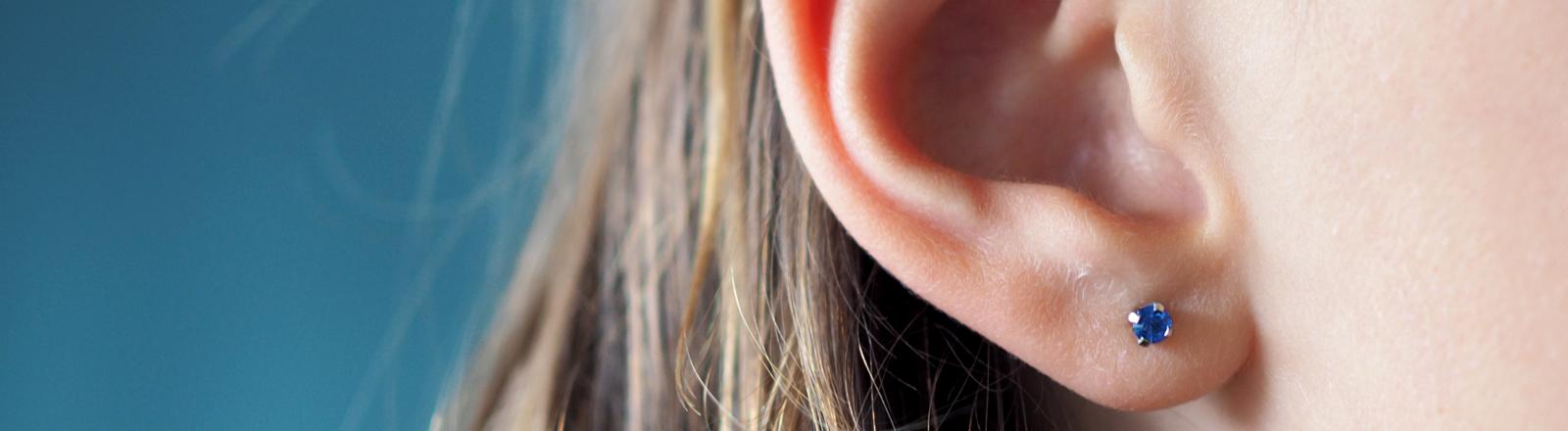 Frauenohr mit Ohrring