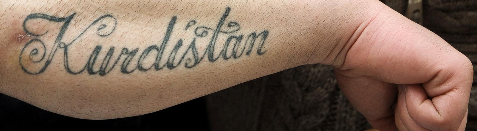 Kurdistan-Tatoo auf einem Arm