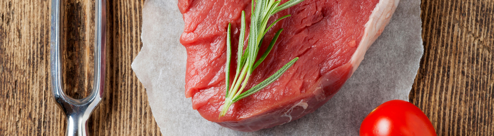 Rohes Steak auf einem Teller