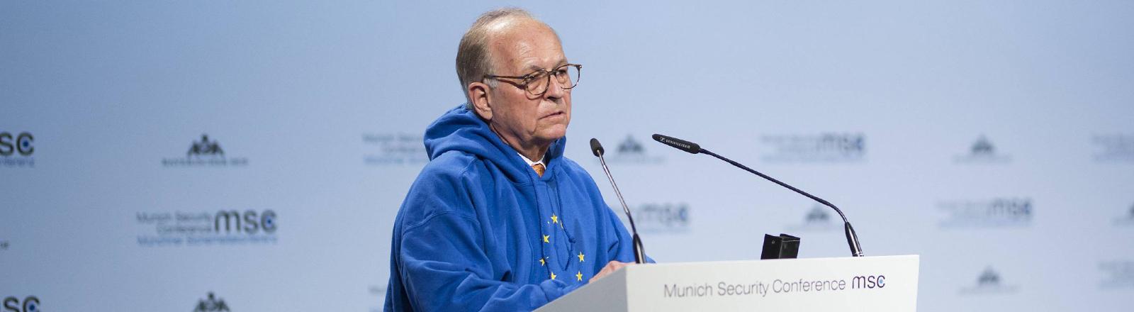 Wolfgang Ischinger, Gastgeber der Münchner Sicherheitskonferenz, im EU-Hoodie