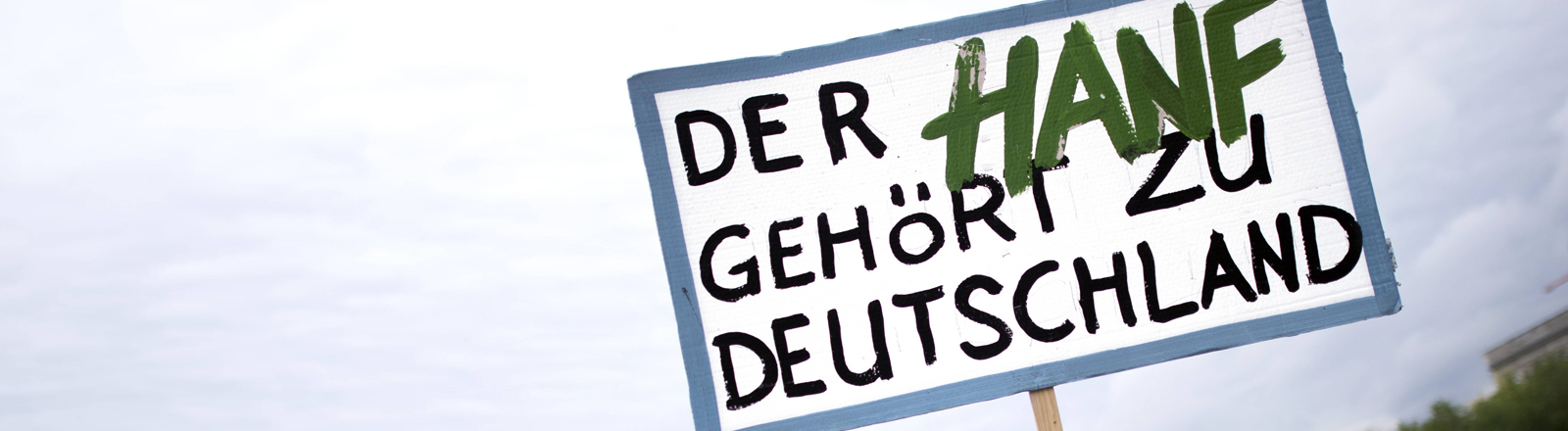 Plakat auf einer Demo: Der Hanf gehört zu Deutschland.