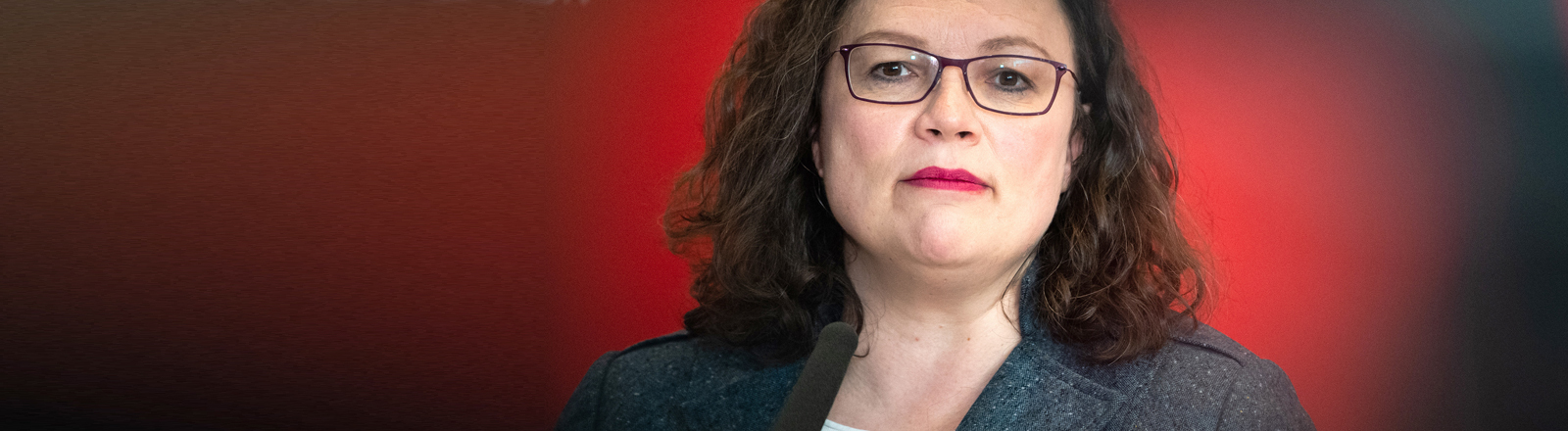 Andrea Nahles guckt.