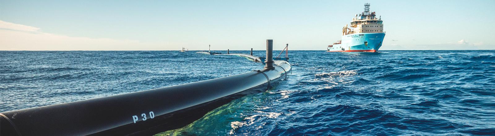 Die Filteranlage Ocean Cleanup im Einsatz.