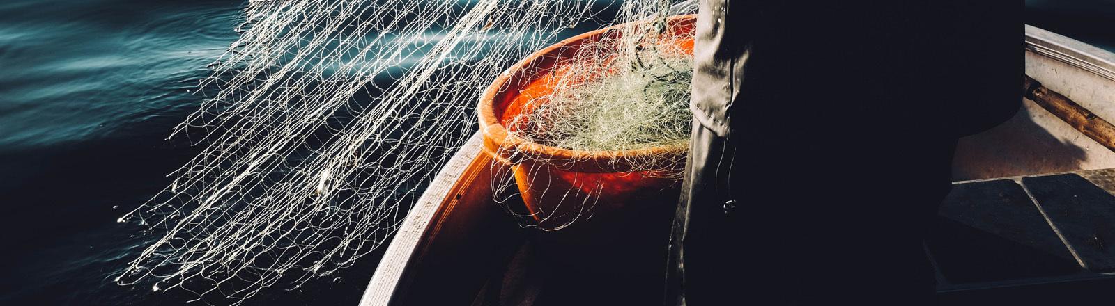 Fischerboot mit Fangnetz
