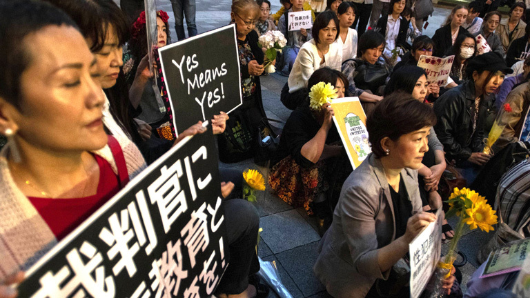 "Protestierende der ""Flower Rally"" in Tokio"