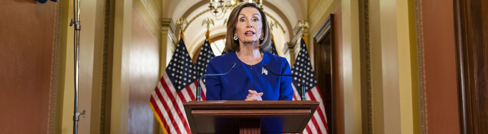 Die Fraktionsvorsitzende der Demokraten, Nancy Pelosi, verkündet am 25. September in Washington, dass die Einleitung eines Amtsenthebungsverfahrens gegen Donald Trump geprüft werde.