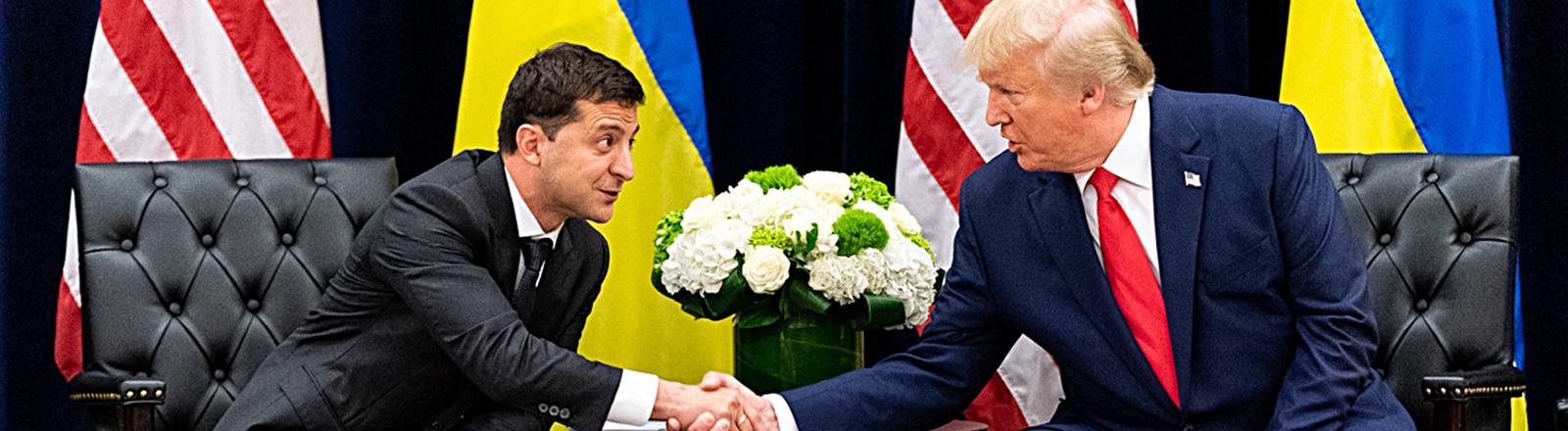 Der ukrainische Präsident Wolodymyr Selenskyj und US-Präsident Donald Trump beim Handshake bei einem bilateralen Treffen am Rande der UN-Vollkonferenz am 25. September 2019 in New York.