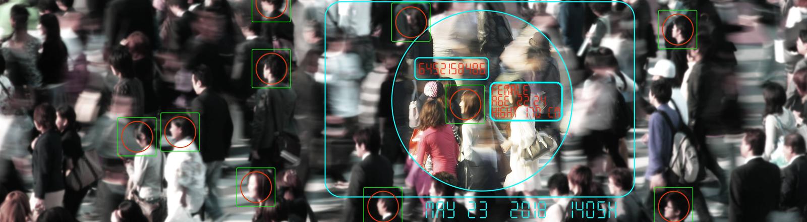 Ein Bild aus einer Überwachungskamera mit Gesichtserkennungsmarkierungen