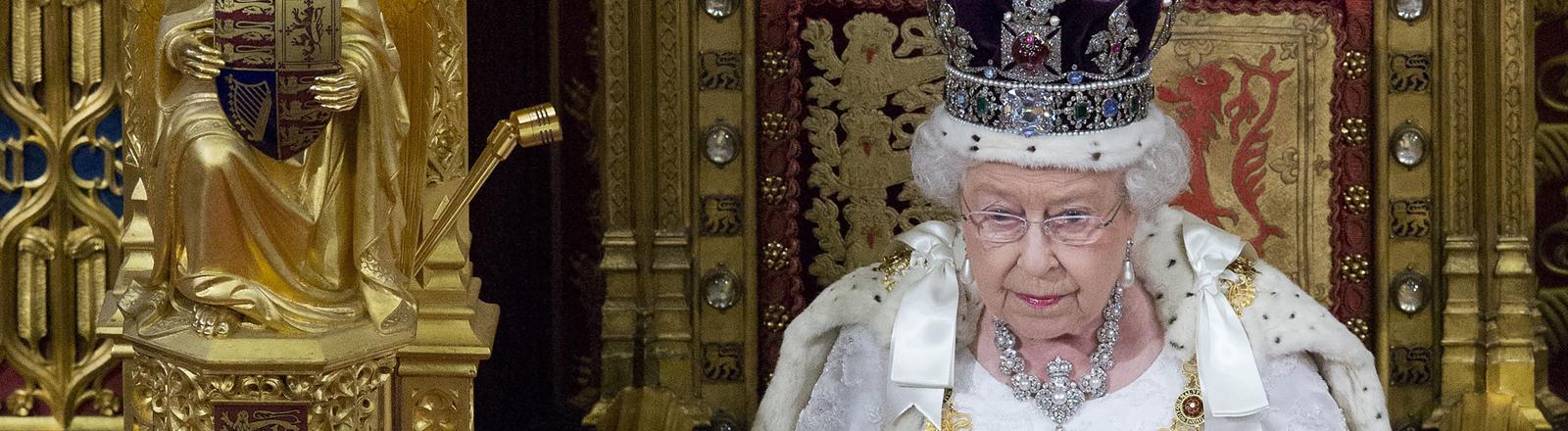 Queen Elizabeth II. im britischen Parlament