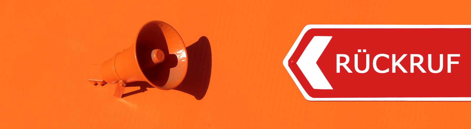 Ein organenes Megaphon, daneben ein Schild auf dem Rückruf steht