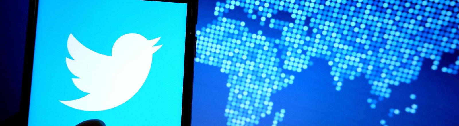 Twitter-Logo vor animierter Weltkarte