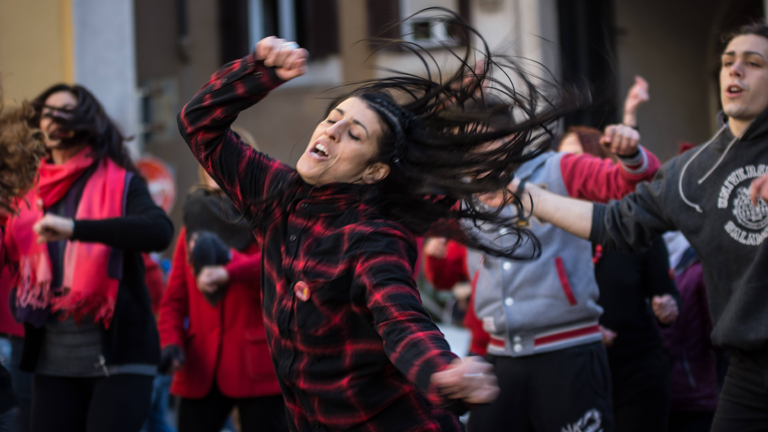 Flash Mob zu One Billion Rising auf der Piazza Montecitorio in Rom