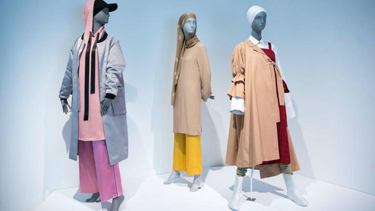 Bei der Ausstellung Contemporary Muslim Fashions wird muslimische Mode gezeigt.