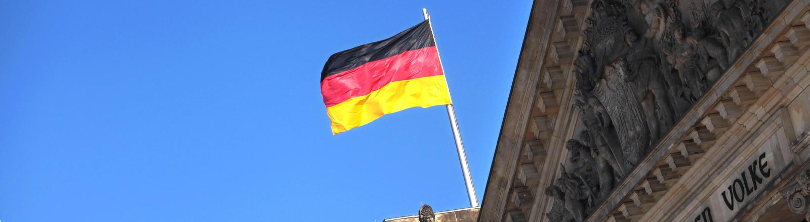 Deutschlandflagge auf dem Berliner Reichstag