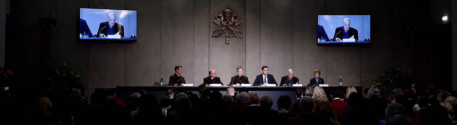 """Pressekonferenz im Vatikan vor der """"Konferenz zum Schutz Minderjähriger"""""""