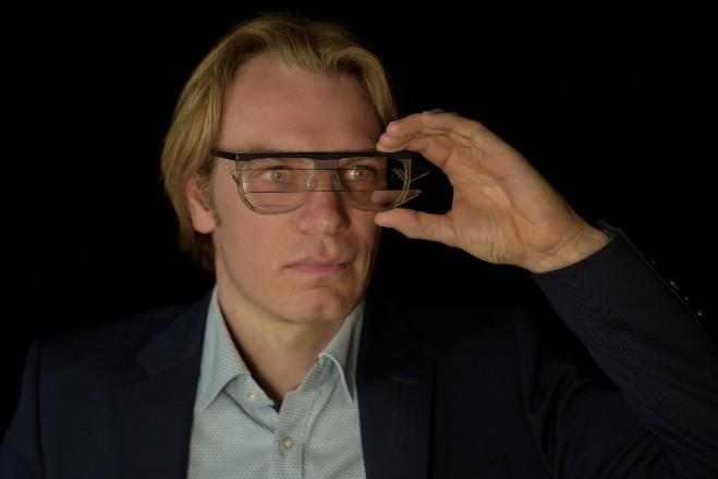 Firmengründer präsentiert Prototyp einer Augmented-Reality-Brille