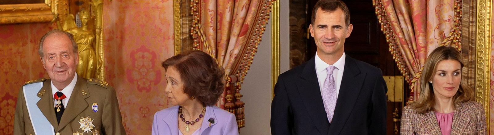 König Juan Carlos, Königin Sofia, Kronprinz Felipe und Kronprinzessin Letizia von Spanien