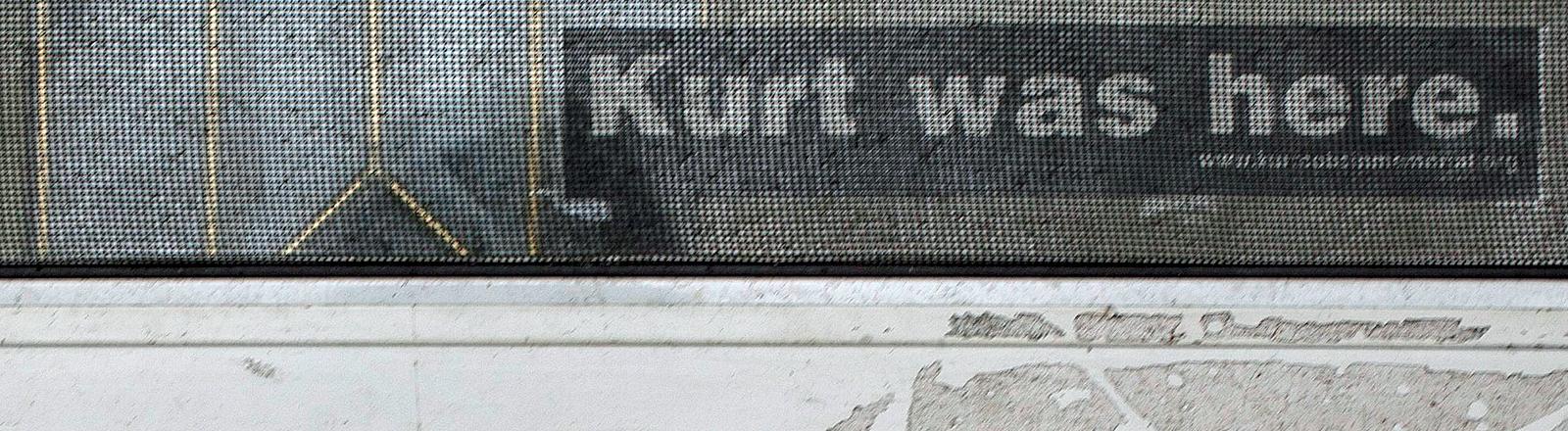 Sticker auf einem ehemaligen Wohnhaus von Kurt Cobain.