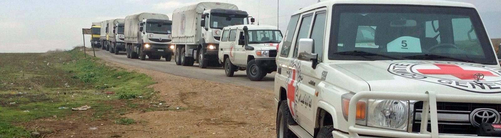 Hilfslieferungen auf dem Weg in die belagerte Stadt Madaja.