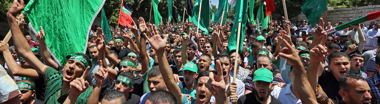 Palästinenser im Westjordanland demonstrieren am 01.08.2014 gegen Isreal.