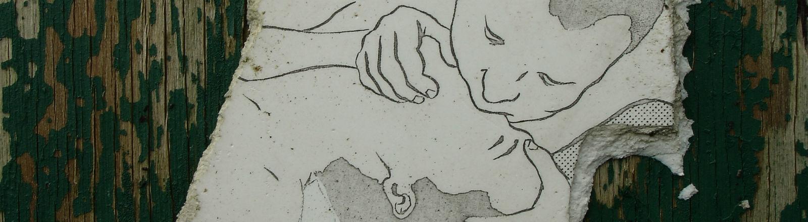 Eine Scherbe mit einer Zeichnung: Ein Mann beatmet einen anderen.