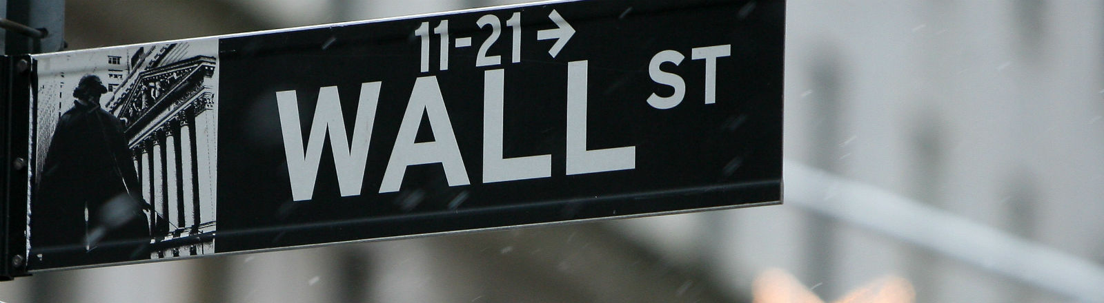 Ein Straßenschild, auf dem Wall Street steht. Bild: dpa