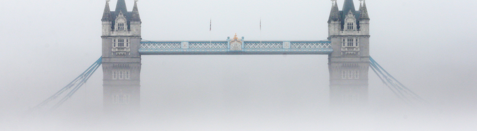 Die Tower Bridge im Nebel