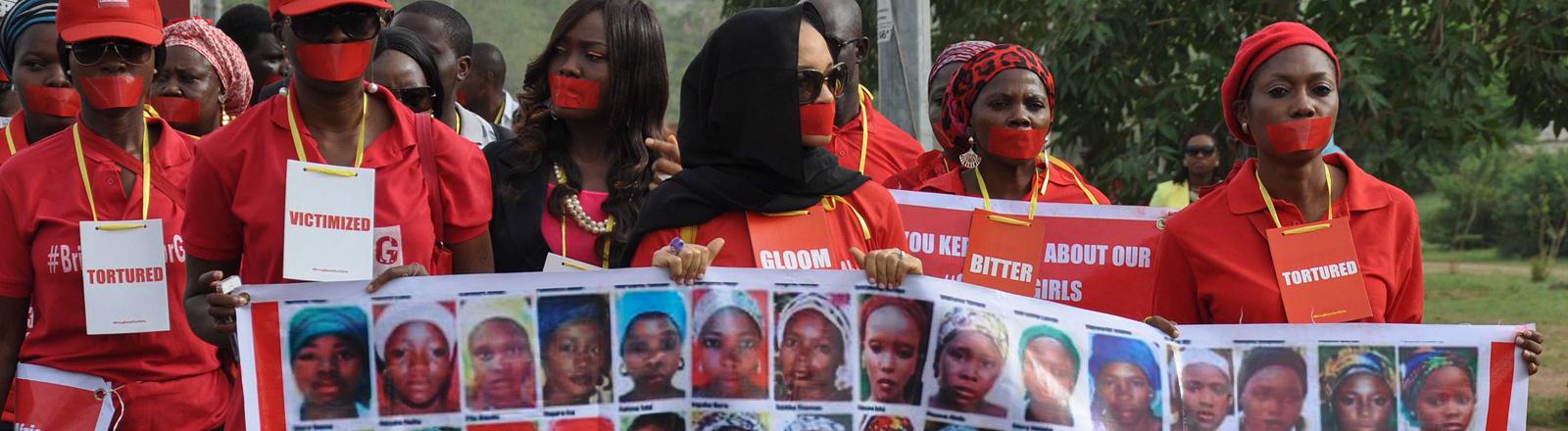 Proteste zum Jahrestag der von Boko Haram entführten Chibok-Mädchen am 13. April 2015 in Nigeria.