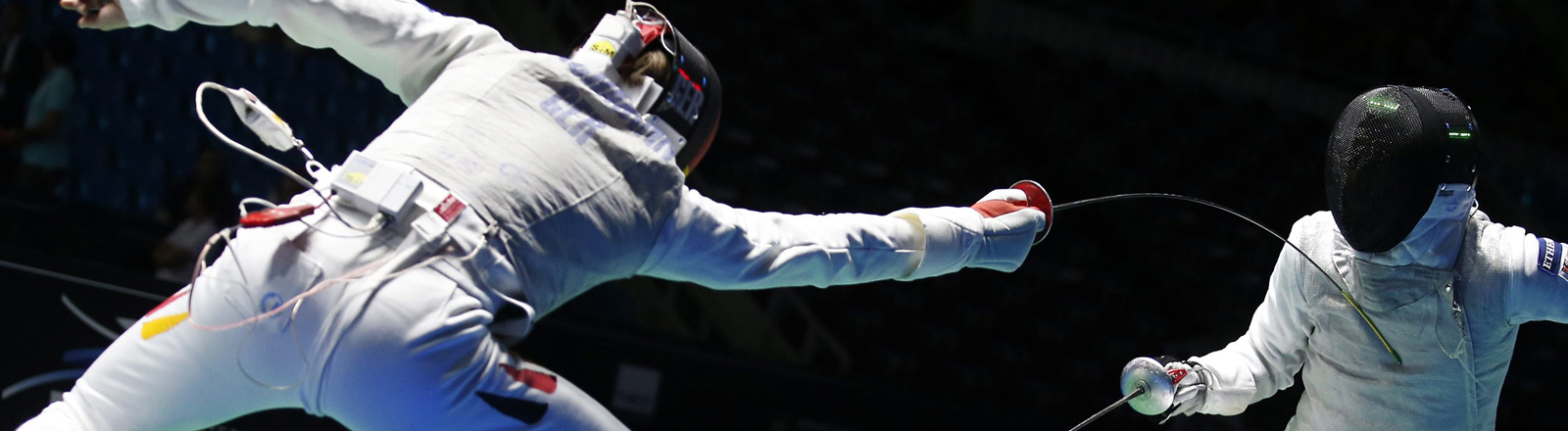 Fechtszene bei der WM 2015: Der deutsche Peter Joppich gegen den Deutschen Sebastian Bachmann beim Florett; Bild: dpa