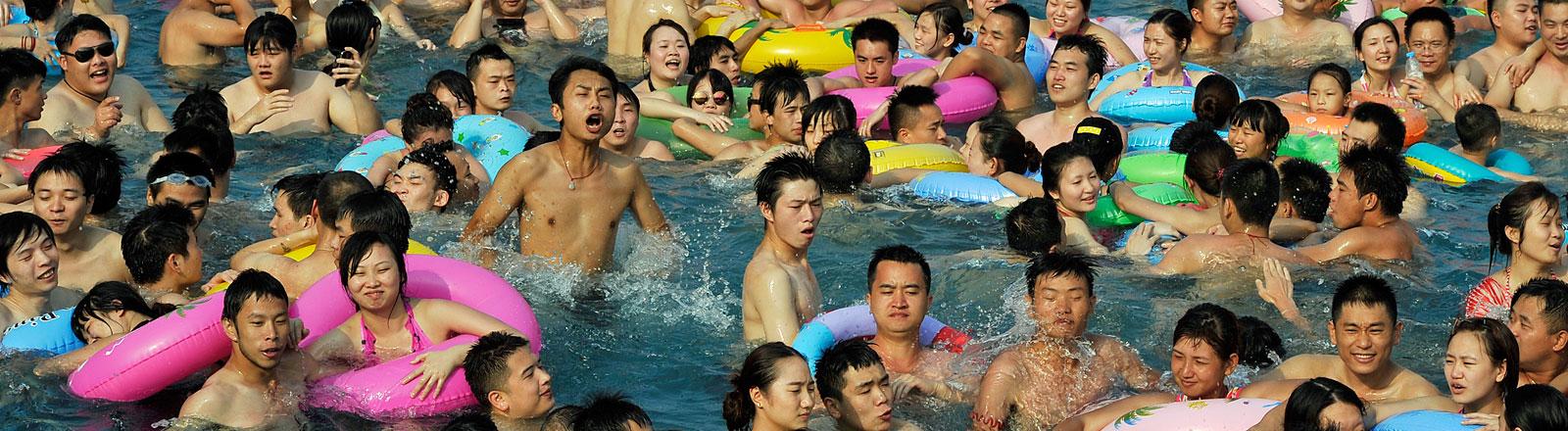 Chinesen im Wasser