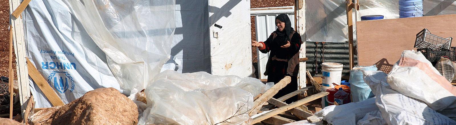 Syrische Frau im Kfar Zabad Flüchtlings-Camp, Libanon