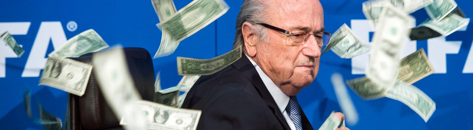 Fifa-Präsident Sepp Blatter im Geldscheinregen am 20.07.2015.