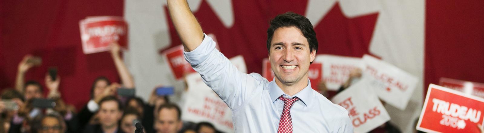 Justin Trudeau vor Kanadischer Flagge