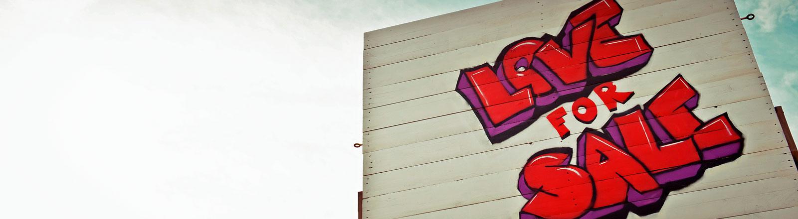 Schild mit Aufschrift Love für Sale