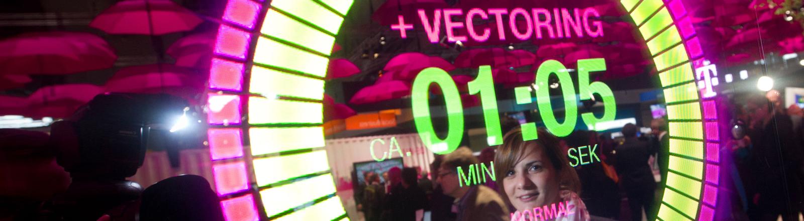 Die Vectoring-Technologie wird am 11.03.2014 auf der CeBIT Messe in Hannover (Niedersachsen) auf dem Stand der Telekom visuell dargestellt.